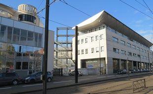 Le CHU de Nantes depuis le boulevard Monnet/