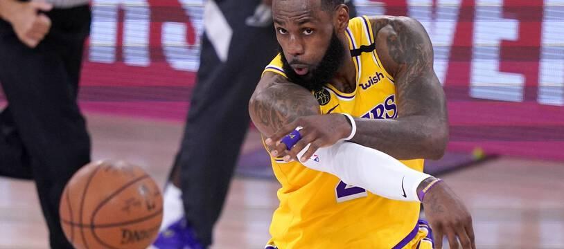 LeBron James pas content après le vote pour le MVP de la saison.