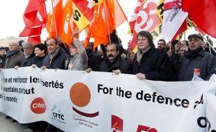 Les leaders de FO Jean-Claude Mailly (2e g), de la Confédération syndicale internationale (CSI) Sharan Burrow (3e), de la CFDT Laurent Berger, de la CGT Philippe Martinez (6e) et l'un de ses prédécesseurs, Bernard Thibault (7e), le 18 février à Paris.