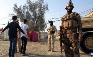 L'armée irakienne a tué 13 hommes qui tentaient d'attaquer mardi ses positions dans le nord de l'Irak pour venger la mort de 25 manifestants dans un assaut des militaires, ont indiqué des officiers.