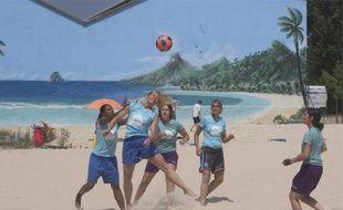 La plage de Grenoble accueille samedi deux tournois, de beach soccer et de beach-volley.