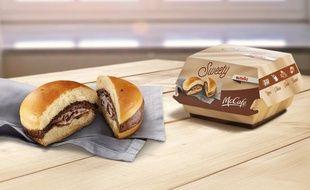 McDonald's s'est associée à la marque italienne Ferrero, propriétaire de Nutella, pour créer le Sweety con Nutella en Italie.