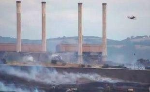 Capture d'écran d'une vidéo montrant la ville de Morwell, en Australie, prise dans un nuage de fumée.