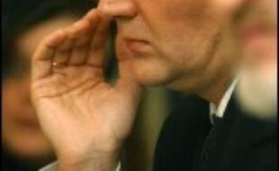 """Un transfuge des services d'espionnage russes, très critique vis-à-vis du gouvernement de Vladimir Poutine, est actuellement hospitalisé à Londres dans un état """"grave"""" pendant que la police enquête sur une apparente tentative d'empoisonnement."""