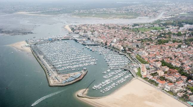 Arcachon le corps d 39 un skipper rep ch pr s d 39 un voilier - Restaurant arcachon port de plaisance ...