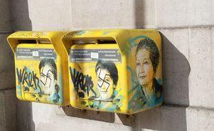 Deux boites aux lettres avec le visage de Simone Veil ont été recouvertes par des croix gammées dans le 13e arrondissement de Paris.