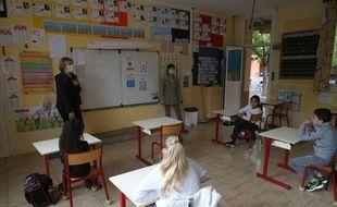 Retour à l'école après la confinement (illustration)