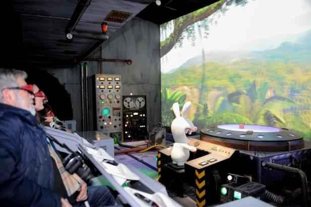 futuroscope les lapins cr tins meilleure attraction au monde. Black Bedroom Furniture Sets. Home Design Ideas