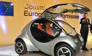 Une petite voiture électrique pliable conçue par un groupe d'entreprises au Pays basque espagnol ambitionne de devenir l'un des véhicules urbains de demain dans des citées où toute source de pollution sera bannie.