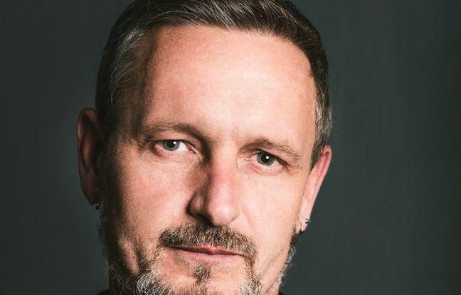 Var: Le coiffeur Thierry Gras recycle les cheveux en boudins antipollution
