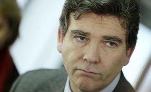 Le ministre du Redressement productif Arnaud Montebourg a de nouveau plaidé mardi pour l'exploitation du gaz de houille ou grisou, et a suggéré de confier à une société publique la recherche sur les techniques d'extraction du gaz de schiste.