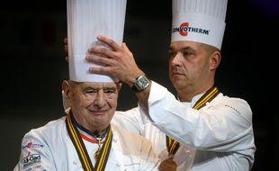 Jérôme Bocuse (à droite) a précisé que son père, Paul, chef triplement étoilé au Michelin depuis 1965, ne voulait pas d'un hommage national, comme le réclament les Toques blanches lyonnaises/ AFP PHOTO / Jeff PACHOUD