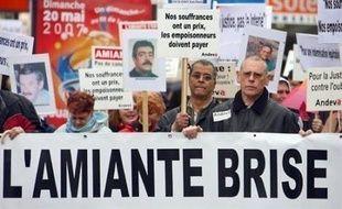 Manifestation des victimes de l'amiante à Paris en 2008.