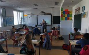 Illustration d'élèves, ici dans une école à Castelnau-le-Lez, près de Montpellier, en période de coronavirus (Covid-19).