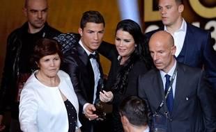 Ronaldo aux côtés de sa soeur Katia Aveiro.