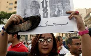 Les bureaux de vote ont ouvert samedi en Egypte pour le second tour de la première présidentielle depuis la chute de Hosni Moubarak l'an dernier, qui opposera l'ancien militaire Ahmad Chafiq au Frère musulman Mohammed Morsi.