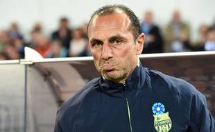 Nantes' French Arrmenian head coach Michel Der Zakarian looks on during the French L1 football match between MHSC Montpellier and Nantes on November 07, 2015, at the la Mosson Stadium in Montpellier, southern France.  AFP PHOTO / PASCAL GUYOT
