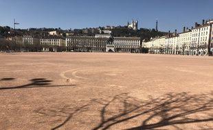 La ville de Lyon désertique depuis le 17 mars.