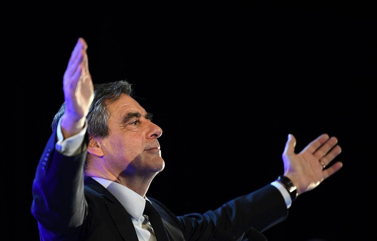 Le candidat des Républicains, François Fillon, lors de son meeting à Toulon (Var), le 31 mars 2017.  – ANNE-CHRISTINE POUJOULAT / AFP