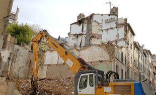 Plusieurs immeubles se sont écroulés rue d'Aubagne, causant la mort de huit personnes.