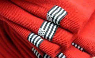 Des bonnets rouges dans l'usine Armor Lux de Quimper le 31 octobre 2013