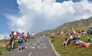 Des centaines de Slovènes ont déboulé dans les Alpes depuis quelques jours pour soutenir Roglic et Pogacar.