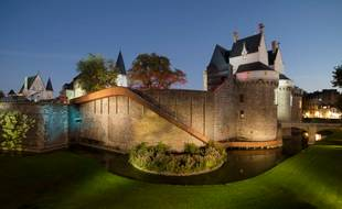 Paysage glissé, le toboggan du château des ducs à Nantes