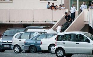 La fillette de quatre ans tuée lundi d'une balle dans la tête dans un quartier populaire de Toulouse aurait été victime d'un accès de rage du compagnon de sa mère, devenu furieux au cours d'une dispute au motif dérisoire.