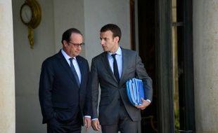 Le président François Hollande et le ministre de l'Economie Emmanuel Macron sur le perron de l'Elysée, le 31 juillet 2015