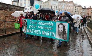 Marche blanche des proches de Mathieu Martin, disparu il y a plus de trois mois en Argentine.
