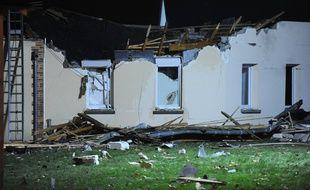 Un alphajet s'est écrasé sur de l'Adapei à la Bellangerie à Vouvray, près de Tours, le 10 décembre 2014.