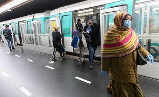 La Mairie de Paris a promis de distribuer deux millions de masques (illustration).
