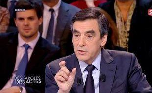 François Fillon, toujours discret sur son avenir personnel après son départ de Matignon en mai, a défendu jeudi sur France 2 le bilan du quinquennat de Nicolas Sarkozy, avant de se livrer à un duel axé sur l'économie et très technique avec la Première secrétaire du PS, Martine Aubry.
