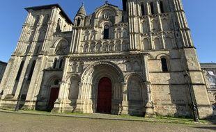 L'église Sainte-Croix à Bordeaux, fait partie des églises visées par des messages injurieux