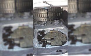 242 kg de résine de cannabis ont été découverts dans le coffre de la voiture d'un ressortissant canadien le 12 février.