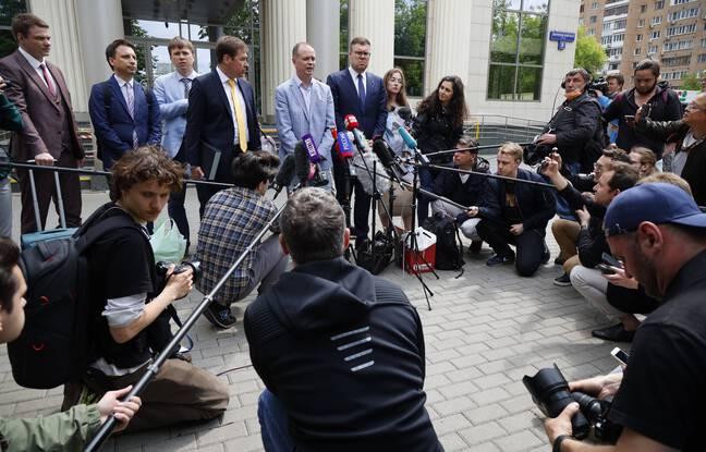 648x415 avocat russe ivan pavlov centre adresse medias alors autres avocats tiennent autour lors pause lors audience devant tribunal moscou russie mercredi 9
