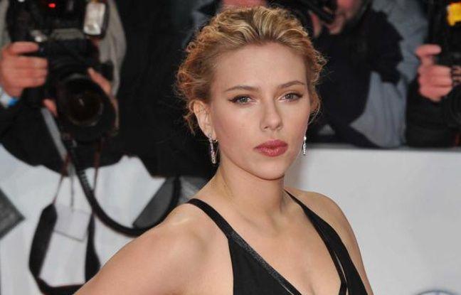 Scarlett Johansson, aux 47èmes Golden Camera Awards à Berlin, en Allemagne, en février 2012.