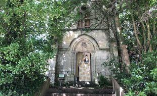 Située dans le quartier Patton à Rennes, cette ancienne chapelle va être vendue aux enchères début juillet.