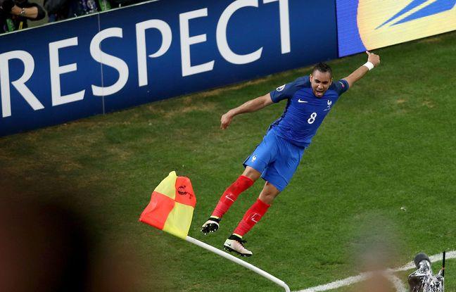 Dimitri Payet fracasse un poteau de corner après la victoire contre l'Albanie (2-0)