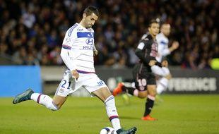 Après le succès (3-0) face à Toulouse vendredi dernier, Maxime Gonalons va à nouveau être aligné en défense centrale samedi à Troyes.