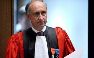 """Le procureur de Nanterre Philippe Courroye a annoncé sur Europe 1 qu'il obéirait ce vendredi à l'ordre de sa hiérarchie d'ouvrir une information judiciaire, ce qui va """"entraîner la saisine d'un ou plusieurs juges d'instruction"""" sur ses enquêtes préliminaires dans l'affaire Bettencourt."""