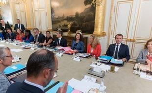 Emmanuel Macron et le gouvernement pendant un Conseil des ministres.