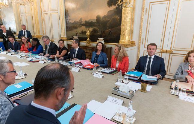 Emmanuel Macron et le gouvernement pendant un conseil des ministres
