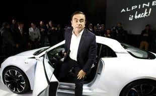 Le PDG de Renault, Carlos Ghosn présente le prototype Alpine Vision, le 16 février 2016 à Monaco