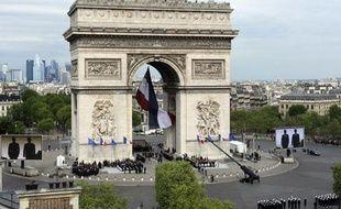 L'Arc de triomphe à Paris lors des cérémonies du 8-Mai 2012.