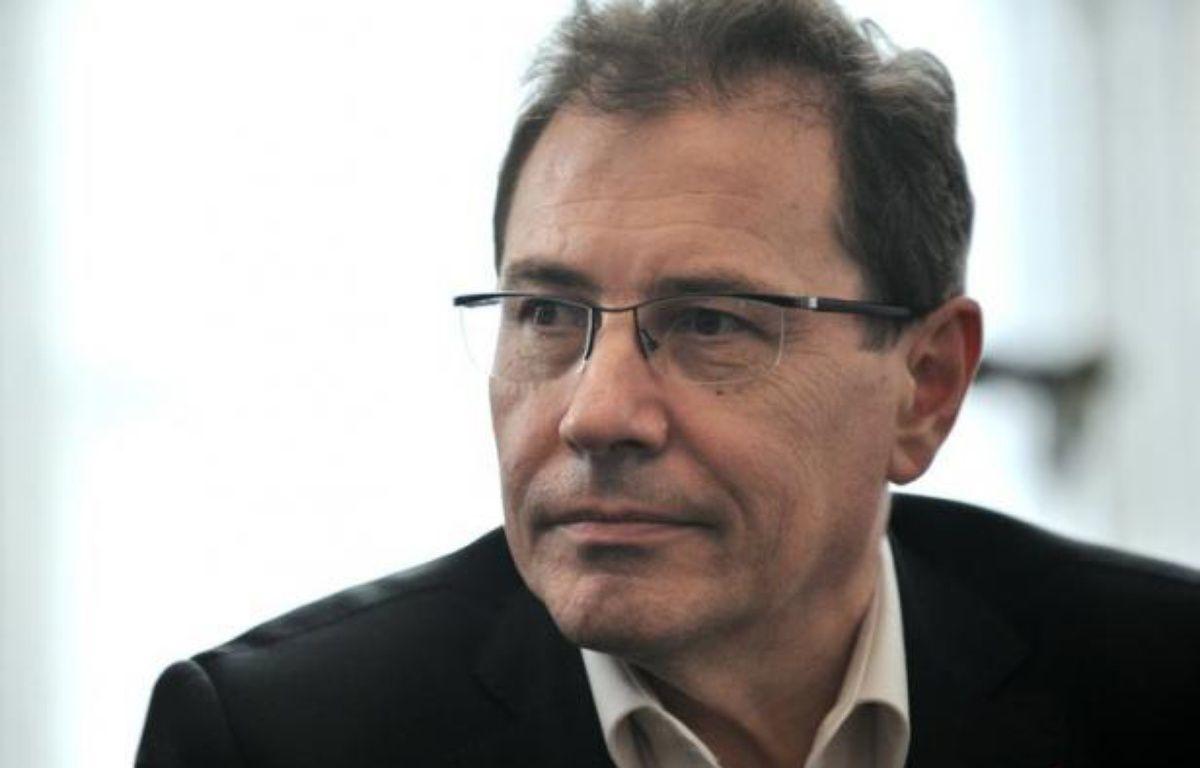"""Le MoDem est """"disponible pour élargir l'équipe gouvernementale"""", déclare son vice-président, Robert Rochefort, dans une interview au quotidien La Croix à paraître lundi, estimant que """"c'est dans l'intérêt de la France que François Hollande élargisse son équipe"""". – Bertrand Langlois afp.com"""