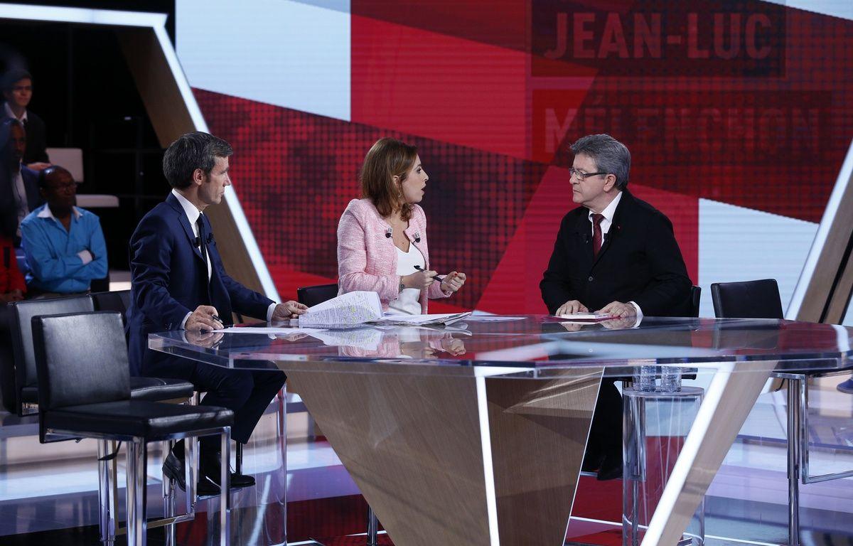 David Pujadas et Léa Salamé interrogent Jean-Luc Mélenchon, candidat aux législatives dans la ville de Marseille sur le plateau de L'Emission politique, le 18 mai 2017. – Geoffroy VAN DER HASSELT / AFP