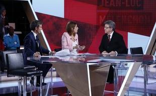 David Pujadas et Léa Salamé interrogent Jean-Luc Mélenchon, candidat aux législatives dans la ville de Marseille sur le plateau de L'Emission politique, le 18 mai 2017.