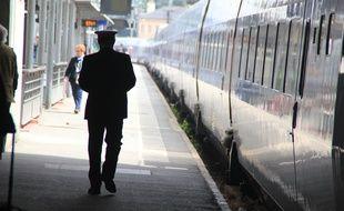 Un contrôleur de la SNCF ici en gare de Rennes.