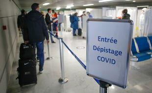 Des tests pour dépister le Covid-19, à l'aéroport Toulouse-Blagnac le 23 février 2021.